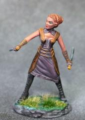 Female Rogue w/Dual Wield Daggers