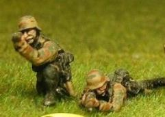 Late War Infantry, SS or Panzer Grenadiers in Smocks - Infantry Kneeling or Laying & Firing